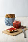 Cold-stirred strawberry jam with vanilla