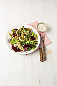 Quick Maultaschen salad with beetroot and croutons