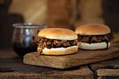 Pulled Pork Burger mit Balsamicozwiebeln