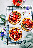 Strawberry tartlets with thyme