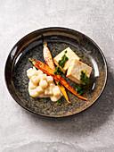 Baked tofu with kohlrabi and caramelized carrots (vegan)