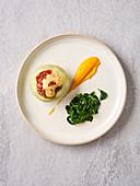 Gefüllte Kohlrabi mit Blattspinat und Karottenpüree (Vegan)
