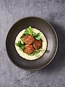 Quinoa pattie with mashed potatoes (vegan)