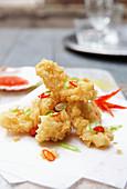 Knusprig frittierter Tintenfisch