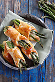 Asparagus baked with cheese in yeast dough