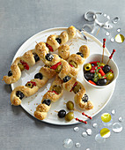 Olive twists made from garlic dough