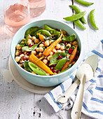 Chickpea salad with carrot and spinach