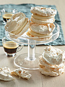 Meringues with coffee cream