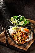Nasi Lemak (Reisgericht, Malaysia) mit Hähnchenfleisch