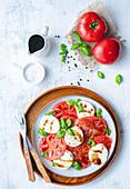 Caprese-Salat mit Balsamicodressing