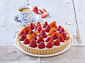 Brittle cake with mascarpone and strawberries