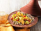 Marokkanische Tajine mit Huhn, Gemüse und Reis