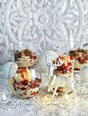 Vanilla ice cream with cinnamon cream and fresh berries (Christmas)