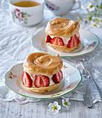 Caramel cream puffs (pinwheels) with straberries