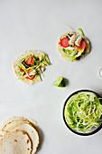 Fisch-Tacos mit Radieschen-Pickles und Mangosalsa