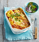 Gratinated farfalle with tomatoes and mozzarella