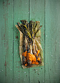 Catalan calçots - grilled spring onions with pepper sauce