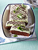 Chocolate cuts with mint cream