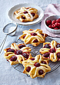 Puff pastry small cakes with raspberries