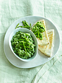 Pea spread with bear garlic