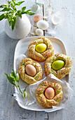 Small custard wreaths with eggs