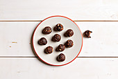 Chocolate and cherry energy balls (sugar-free)
