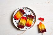 Regenbogen-Popsicles (zuckerfrei)