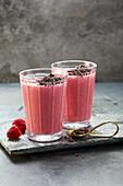 Himbeer-Power-Drink mit Kefir und Honig