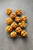 Quick carrot rolls with linseed
