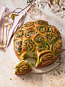 Tonka yeast buns with pistachios