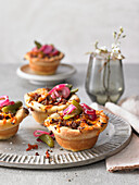 Cheeseburger muffins with minced beef, red onions and gherkins