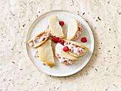 Sponge omelettes with raspberry cream