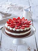 Cake (tart) with white Parisian cream and strawberies