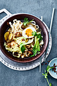 Pointed cabbage stew with pak choi and homemade noodles