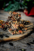 Florentiner mit Kürbiskernen, Mandeln und Moosbeeren
