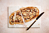 Grilled sweet tarte flambée with banana slices (sugar-free)