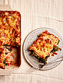 Lasagne with cauliflower sauce, spinach and tomatoes (sugar-free)