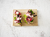 Roast beef bread with radishes