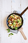 Pointed cabbage pan with tofu, apples and sweet chestnuts