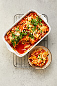 Vegetable noodle gratin with chicken