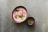 Kalte Ayran-Suppe mit Radieschen