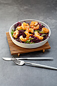 Red cabbage salad with prawns