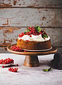 Red currant cake with mascarpone cream