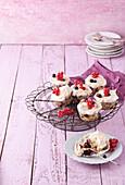 Cassis meringue cupcakes