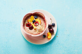 Nut yoghurt with fruit and oat flakes