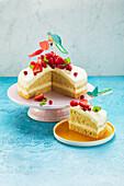 Mini cake with mango and berries (sugar-free)