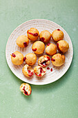 Mini-Berlins with strawberry filling (sugar-free)