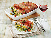 Spinach lasagne 'Carbonara' with peppers and bacon
