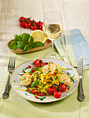 Quick linguine in a white wine-and-lemon sauce with prawns and cherry tomatoes