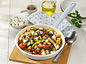 Wholemeal pasta with minced meat and fresh goat's cheese